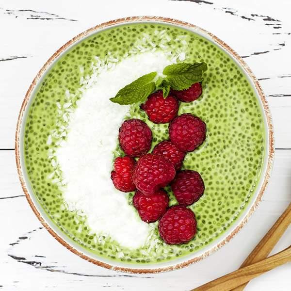 Pudding de chía, té verde y frambuesas