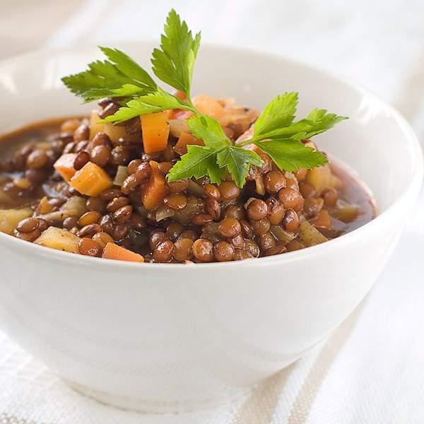 Guiso-de-lentejas-con-patata-zanahoria-tomate-y-cebolla-recetas-IND