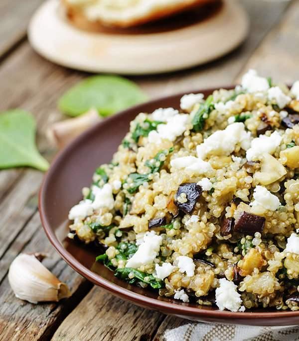 Quinoa-con-queso-feta-espinacas-y-berenjena-recetas-IND